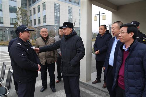 集团领导春节前夕慰问一线员工、困难员工家庭